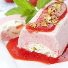 Strawberry parfait – Famous Last Words Italian Cookie Recipes, Italian Cookies, Italian Desserts, Strawberry Parfait, Strawberry Recipes, Parfait Recipes, Italian Pastries, Cheesecake, Food Tags