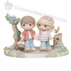 Figurine b/g going on a picnic.