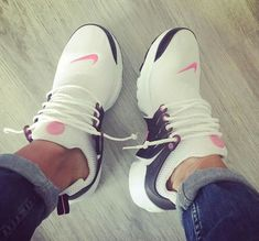 Nike Air Presto in weiß/pink - Sneakers , Sneakers Fashion, Shoes Sneakers, Shoes Heels, Tennis Sneakers, Nike Tennis Shoes, Nike Air, Cute Shoes, Me Too Shoes, Pink Nikes