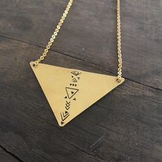 Tribal Triangle necklace in raw brass ✨🙌✨ Triangle Necklace, Arrow Necklace, Geometric Jewelry, Geometric Shapes, Buy And Sell, Brass, Jewellery, Chain, Gold