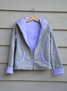 Instructions for making a hoodie reversible