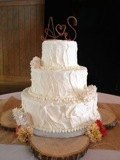 Budget wedding cakes - how to order affordable wedding cakes through a local bakery - Q&A with Leslie Pippin from Classic Cakes in Nashville, TN
