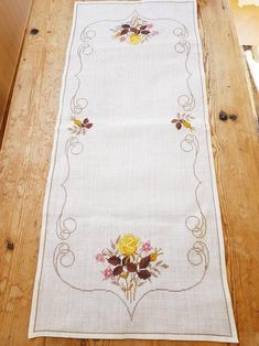Beautiful floral / cross stitch / embroidered tablerunner / tablecloth / in linen from Sweden Hand Embroidery Patterns Flowers, Crewel Embroidery, Cross Stitch Embroidery, Cross Stitch Patterns, Embroidery Designs, Cross Stitch Kitchen, Cross Stitch Flowers, Fabric Painting, Table Runners