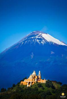 Volcán Popocatepetl visto desde Cholula, Puebla, Mexico