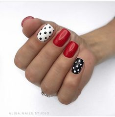Want to know how to do gel nails at home? Learn the fundamentals with our DIY tutorial that will guide you step by step to professional salon quality nails. Polka Dot Nails, Blue Nails, Polka Dots, Leopard Nails, Fancy Nails, Pretty Nails, Minnie Mouse Nails, Nail Effects, Nagel Gel