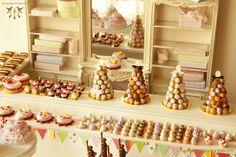 More minis please. Miniature Crafts, Miniature Food, Miniature Dolls, Craft Stall Display, Display Case, Bakery Display, Vitrine Miniature, French Patisserie, Craft Stalls