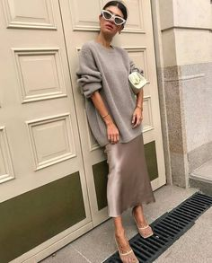 This Chic Look Hits All of the Spring Trends (Le Fashion) - Source by mayamaser - Mode Outfits, Skirt Outfits, Fashion Outfits, Fashion Clothes, Fall Outfits, Fashion Ideas, Summer Outfits, Fashion Tips, Fashion Trends