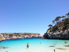 Caló des Moro - the secret dream bay in Mallorca - Calo des Moro in summer! Turquoise water like in the Caribbean! Hawaii Vacation, Beach Trip, Vacation Trips, Beautiful Places To Travel, Beautiful Beaches, Cool Places To Visit, Restaurant Mallorca, Travel Around The World, Around The Worlds