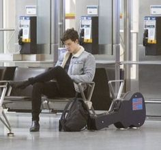 Shawn mendes at Toronto Airport,Canada Shawn Mendes Imagines, Shawn Mendes Memes, Cameron Dallas, Wattpad, Shawn Mendas, Mendes Army, Chon Mendes, Magcon, Fan Fiction