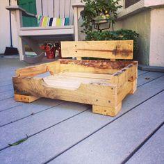 DIY Pallet Dog Bed | 101 Pallets
