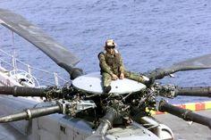 ch 53 super stallion   US Marine Corps (USMC) CH-53E Super Stallion helicopter Crew Chief ...