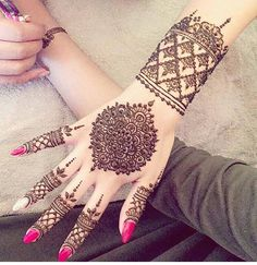 Explore latest Mehndi Designs images in 2019 on Happy Shappy. Mehendi design is also known as the heena design or henna patterns worldwide. We are here with the best mehndi designs images from worldwide. Henna Hand Designs, Best Mehndi Designs, Mehndi Designs For Hands, Henna Tattoo Designs, Design Tattoos, Mehandi Designs, Pakistani Mehndi Designs, Hand Mehndi, Mehndi Tattoo