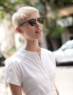 La coupe courte blond platine