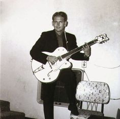 A very young Roy Orbison, 1956 (without the dark glasses and dyed black hair) with a Gretsch White Falcon guitar. Rock And Roll, Rockabilly Music, Travelling Wilburys, Roy Orbison, Gretsch, Music Icon, 50s Music, Music Guitar, Music Photo