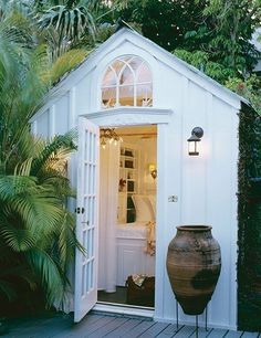 Garden room architecture Transform a simple shed into a lovely garden room Backyard Cottage, Backyard Retreat, Garden Cottage, Garden Nook, Architectural Digest, Painted Shed, Shed Decor, Simple Shed, Simple House