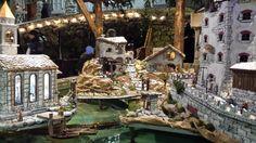 Il #presepe galleggiante sulla fontana della piazza centrale di #rango in occasione del tradizionale #mercatinorango! #visitacomano