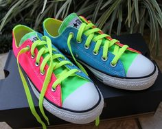 Sandra Bauknecht: Do you know that you can design your own Converse sneakers? Style your ultimate pair of Converse shoes with this fun online application, available on Neon Converse, Neon Shoes, Converse Sneakers, Cute Shoes, Me Too Shoes, Colored Converse, Adidas Shoes, Look Fashion, Boy Clothing