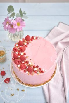 Raspberry and chocolate cake - Desserts - # Raspberry and chocolate cake Chocolate Raspberry Cake, Chocolate Cake, Chocolate Desserts, Cupcake Recipes, Dessert Recipes, Decoration Patisserie, Naked Cakes, Food Cakes, Let Them Eat Cake