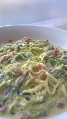 """Courgetti Carbonara Romige courgettes met spekjes""""}, """"http_status"""": window. Healthy Low Carb Recipes, Vegan Dinner Recipes, Healthy Meals For Kids, Vegan Dinners, Lunch Recipes, Healthy Diners, Good Food, Yummy Food, Zucchini"""