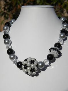 Pearl necklace with 3 different beaded beads