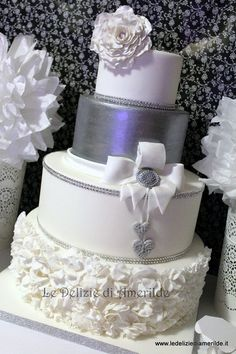 wedding cake or 25th anniversary, use gold instead of silver for Golden Wedding Anniversary