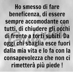 Italian Humor, T Max, New Years Eve Party, Favorite Quotes, Improve Yourself, Sayings, Life, Frases, Learning Italian