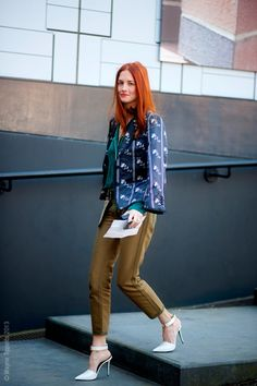 Moda Operandi's artistic director, Taylor Tomasi Hill, wearing Celine's white heels at London Fashion Week. Taylor Tomasi, Love Fashion, Fashion Models, Autumn Fashion, Womens Fashion, Style Fashion, London Fashion Weeks, Milan Fashion, Mode Style