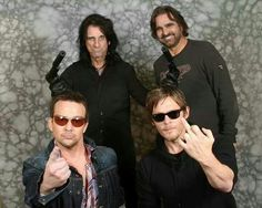 Norman Reedus practiced some good ole' knife throwing with who else but rockstar Alice Cooper! See the 'School's Out' singer, Daryl Dixon and Greg Nicotero! Sean Patrick Flanery, Murphy Macmanus, Alice Cooper, Daryl Dixon, Norman Reedus, Cute Guys, Good Movies, My Boys, Actors & Actresses