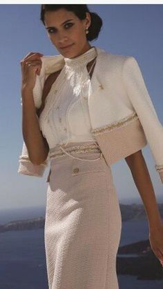 Chanel Fashion Show 2019 fashion dresses Chanel Fashion Show, Runway Fashion, Womens Fashion, Fashion 2020, Classy Dress, Classy Outfits, Couture Dresses, Fashion Dresses, Fashion Clothes