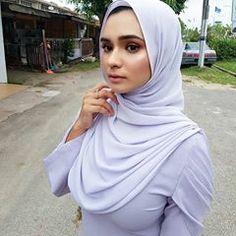 Image may contain: 1 person, closeup and outdoor Hijab Teen, Arab Girls Hijab, Muslim Girls, Beautiful Hijab Girl, Beautiful Muslim Women, Hijabi Girl, Girl Hijab, Moslem, Hijab Fashionista