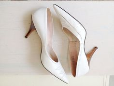 vintage heels / 60s leather pumps / Knock out by nocarnations, $32.00