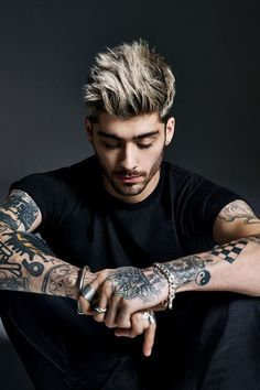 "It's time I start talking about former One Direction member Zayn Malik. His debut solo single ""Pillow Talk"" is topping charts and it's a fine track but it's . Cabelo Zayn Malik, Estilo Zayn Malik, Zayn Malik Fotos, Zayn Malik Photoshoot, Zayn Malik Hairstyle, Zayn Malik Style, Zayn Malik Tattoos, Cool Hairstyles For Men, Haircuts For Men"