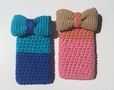 handmade. funda de hilo de algodón a crochet rosa-naranja y azul con precioso lazo beige o lazo azul. ideal regalito de myladiesandme en Etsy