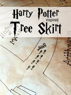 Sowdering About: Harry Potter inspired Christmas tree skirt. Or idea to make my own tree skirt Harry Potter Thema, Harry Potter Room, Harry Potter Birthday, Harry Potter World, Harry Potter Sheets, Harry Potter Marauders Map, Harry Potter Christmas Decorations, Harry Potter Christmas Tree, Hogwarts Christmas