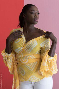 Nous sommes tombés sous le charme des sublimes créations de la marque Sisters of Afrika réalisées avec du bogolan en texture voile. Le bogolan, ce tissu à forte identité originaire du Mali, réussit à se trouver une place dans le monde de la mode inspirée d'Afrique. Si sa texture habituelle le rend difficile à exploiter ...