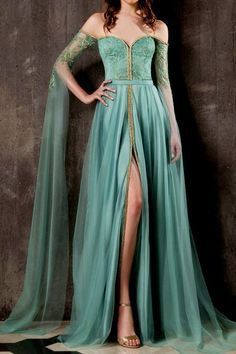 The Fashion Dish — Chrystelle Atallah Couture Fall/Winter. - The Fashion Dish — Chrystelle Atallah Couture Fall/Winter… Source by - Beautiful Gowns, Beautiful Outfits, Pretty Outfits, Pretty Dresses, Kleidung Design, Evening Dresses, Prom Dresses, Fantasy Gowns, Mode Inspiration