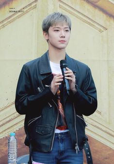 Ten at fan sign event |180325| ❤️