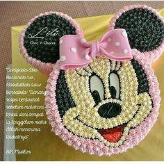 Τούρτα μίνι Cake Decorating Designs, Cake Decorating Videos, Cake Decorating Techniques, Twin Birthday Cakes, Minnie Mouse Birthday Cakes, Mickey Birthday, Bolo Mickey, Mickey Cakes, Minnie Mouse Cake Design