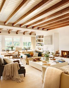 Room of the Week :: A Warm, Light-Filled Living & Dining Room - coco kelley - exposed beams and large open warm living room. Cosy, lots of warm naturals /// Cozy Living Rooms, Living Room Modern, Home Living Room, Sala Grande, Plafond Design, Exposed Beams, Exposed Beam Ceilings, Wood Ceilings, Living Room Lighting