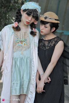 FASHION JAPAN: Romantic Fairy Tale Clothes in a Tokyo Park Cult party kei Etsuna Otsuka