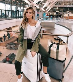 plane travel outfit - Fabulous Bling Women Outfits For Travel Airport Style 18 Look Fashion, Fashion Photo, Fashion Outfits, Fashion Ideas, Fashion Clothes, Fashion Women, Latest Fashion, Fashion Tips, New Travel