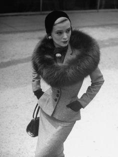 Ideas Moda Vintage Outfits Chic Black White For 2019 Retro Mode, Vintage Mode, Moda Vintage, Vintage Fur, Vintage Glamour, Looks Vintage, Vintage Beauty, Retro Vintage, 50s Glamour
