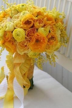 all yellow bouquet - diff shades
