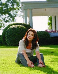 """I have caught my fair share of """"Gilmore Girls"""" episodes back when it was still a thriving show, but aside from the interesting mother/daughter dynamic, I never found it to be a great show. What I DO consider great is Lauren Graham's simple beauty. Again, trying too hard to be attractive inevitably makes one unattractive and judging by the past ten years or so of her career, she's matured well. A fine sympathetic character actress and a beauty for many years to come.    Lauren Graham…"""