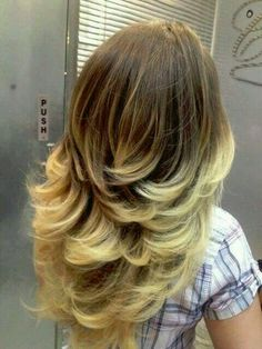 vuelve-el-corte-de-cabello-en-capas - Beauty and fashion ideas Fashion Trends, Latest Fashion Ideas and Style Tips Langer Bob, Natural Hair Styles, Long Hair Styles, Hair Color And Cut, Layered Hair, Great Hair, Awesome Hair, Hair Today, Ombre Hair