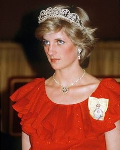 1983 Diana Princess Of Wales Attending A Reception At The Wrest Point Hotel Hobart Tasmania Wearing The Spencer Tiara The Royal Family Order Of The Queen. Princess Diana Tiara, Princess Diana Wedding, Princess Diana Fashion, Princess Diana Pictures, Princess Diana Family, Real Princess, Princess Of Wales, Lady Diana Spencer, Windsor