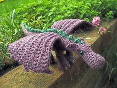 FREE Dragon Pattern!  Puff the Magic Dragon was the theme song on my dad's show... I need to make this!  After looking at the pattern... well... I'm feeling a little ADD right now... looking at it will have to do...