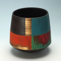 They cover all types and styles of contemporary ceramics. Pottery Painting Designs, Pottery Designs, Paint Designs, Bottle Painting, Bottle Art, Bottle Crafts, Painted Plant Pots, Painted Flower Pots, Vase Crafts