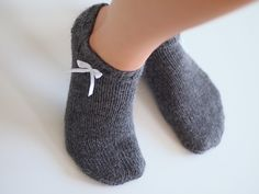 Life with Mari: Kesäiset nilkkasukat Crochet Socks, Knitting Socks, Crochet Stitches, Knit Crochet, Knit Socks, New Hobbies, Diy And Crafts, Slippers, Crocheting