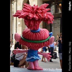 #SKY #Trolls : #Branch and #Poppy - #DreamWorks #Anna #Kendrick #Justin #Timberlake Can't stop the feeling - #CheSpettacolo - #San #Babila square #Milan , #Italy - #1blog4u #Gabriella #Ruggieri #blogger #blogging #bloggerstyle #lifestyle #bloggerlife #Sergio #Bellotti #drumlife #igersmilano #instamilano #ig_milano #photography - ph. credit #Vaifro #Minoretti for 1blog4u